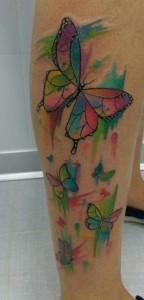 Tatuaje de mariposas en brazo