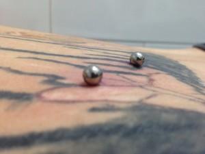 Piercing microdermal en abdomen