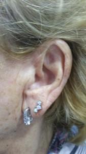 Piercing en oreja de ópalo