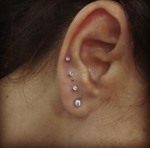 Piercing de 4 pendientes en oreja