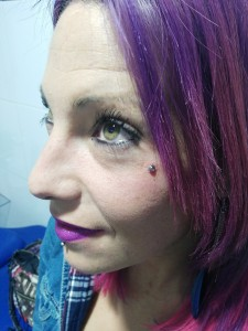 Piercing intradermal en mejilla