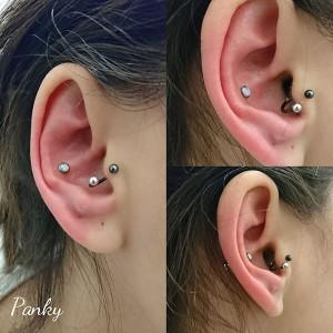 Piercing conch con joya de titanio en rosca interna y cabezal de ópalo