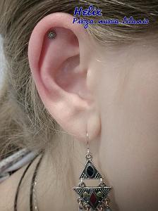 Piercing helix con pieza de titanio