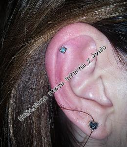 Piercing heliz con pieza de ópalo