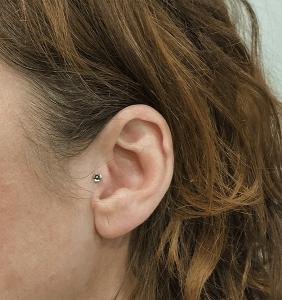 Piercing tragus con piezas rosca interna