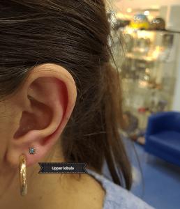 Piercing en upper lóbulo realizado realizado en nuestro centro de Vaguada de Madrid