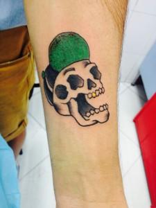 Tatuaje de calavera con gorra