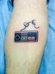 Tatuaje de mando de videojuego