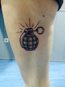 Tatuaje de una bomba granada