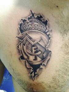 Tatuaje del escudo del Real Madrid