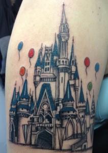 Tatuaje de castillo de Disneyland