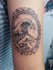 Tatuaje de ola de mar