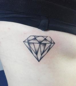 Tatuaje de diamante realizado en nuestro centro de Montera de Madrid