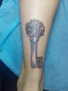 Tatuaje de llave realizado en nuestro centro de Montera de Madrid