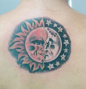 Tatuaje de sol y luna realizado en nuestro centro de Montera de Madrid