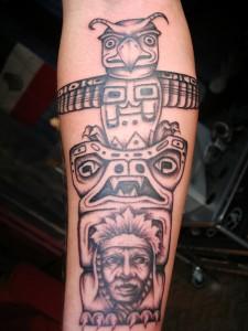 Tatuaje de un totem indio