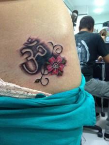 Tatuaje de flor roja