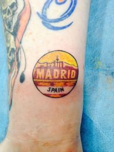 Tatuaje de Madrid en muñeca