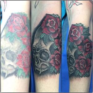Tatuaje de calaveras y rosas rojas