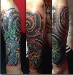 Tatuaje de flores azules