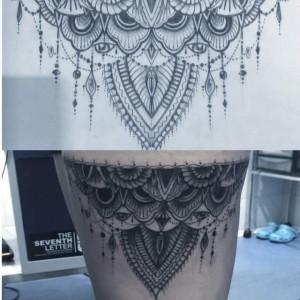 Tatuaje de collar en pierna