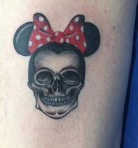 Tatuaje de calavera de Minnie Mouse