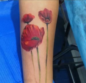 Tatuaje de amapolas
