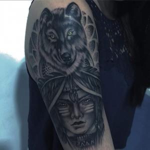 Tatuaje de indio y lobo