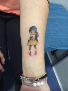 Tatuaje de muñeca de trapo