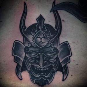 Tatuaje de máscara de guerrero