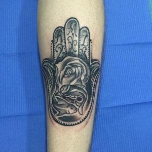 Tatuaje de mano india