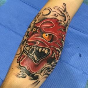 Tatuaje de cara roja del demonio