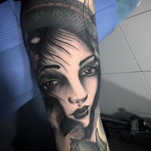 Tatuaje de rostro de mujer