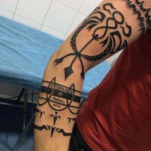 Tatuaje varios en brazo
