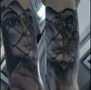 Tatuaje de calavera y chica