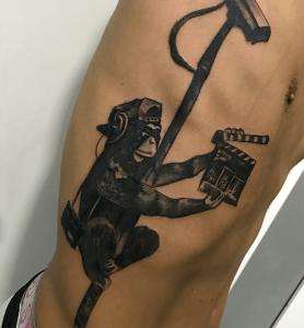 Tatuaje de mono con cámara