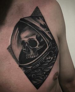 Tatuaje de calavera astronauta