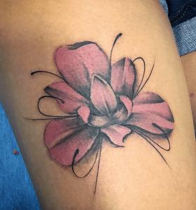 Tatuaje de flor realizado en nuestro centro de Vaguada de Madrid