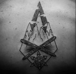 Tatuaje de montañas nevadas realizado en nuestro centro de Vaguada de Madrid