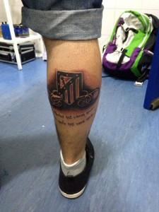 Tatuaje del escudo del Atlético de Madrid