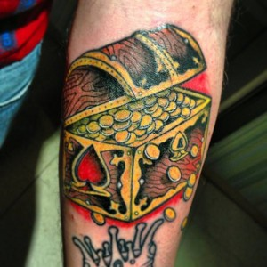 Tatuaje de cofre del tesoro