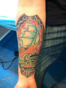 Tatuaje de barco navegando